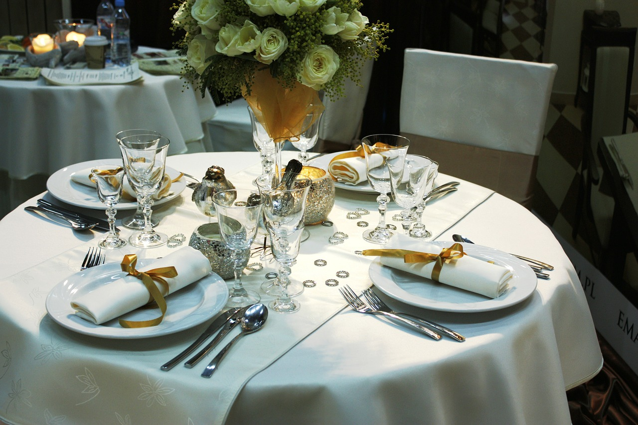 Hiring your wedding day crockery? Here are a few things to consider